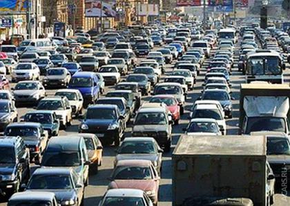 В Челябинске избавят перекресток Воровского-Блюхера от машин, припаркованных у обочин / На территории Медгородка...