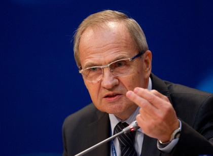 ...России не нуждается на данный момент в принципиальных изменениях, считает председатель Конституционного суда РФ...